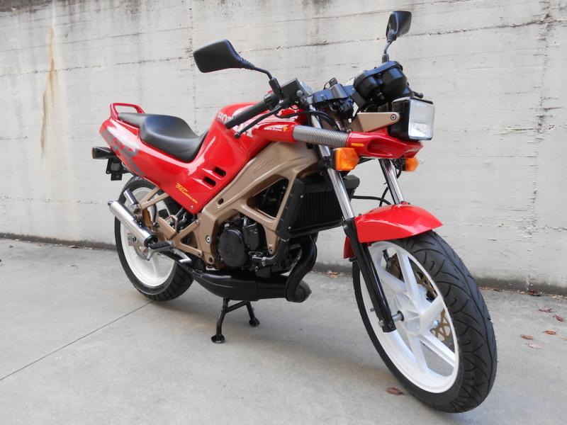 L'histoire de la NSR 125 Honda, ses types, couleurs etc... Nsr-fl10