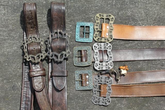 Pour finir avec un sublime costume et des pièces entières de veste, épée,  baudrier, ceinture, perruque, . 734f823142d