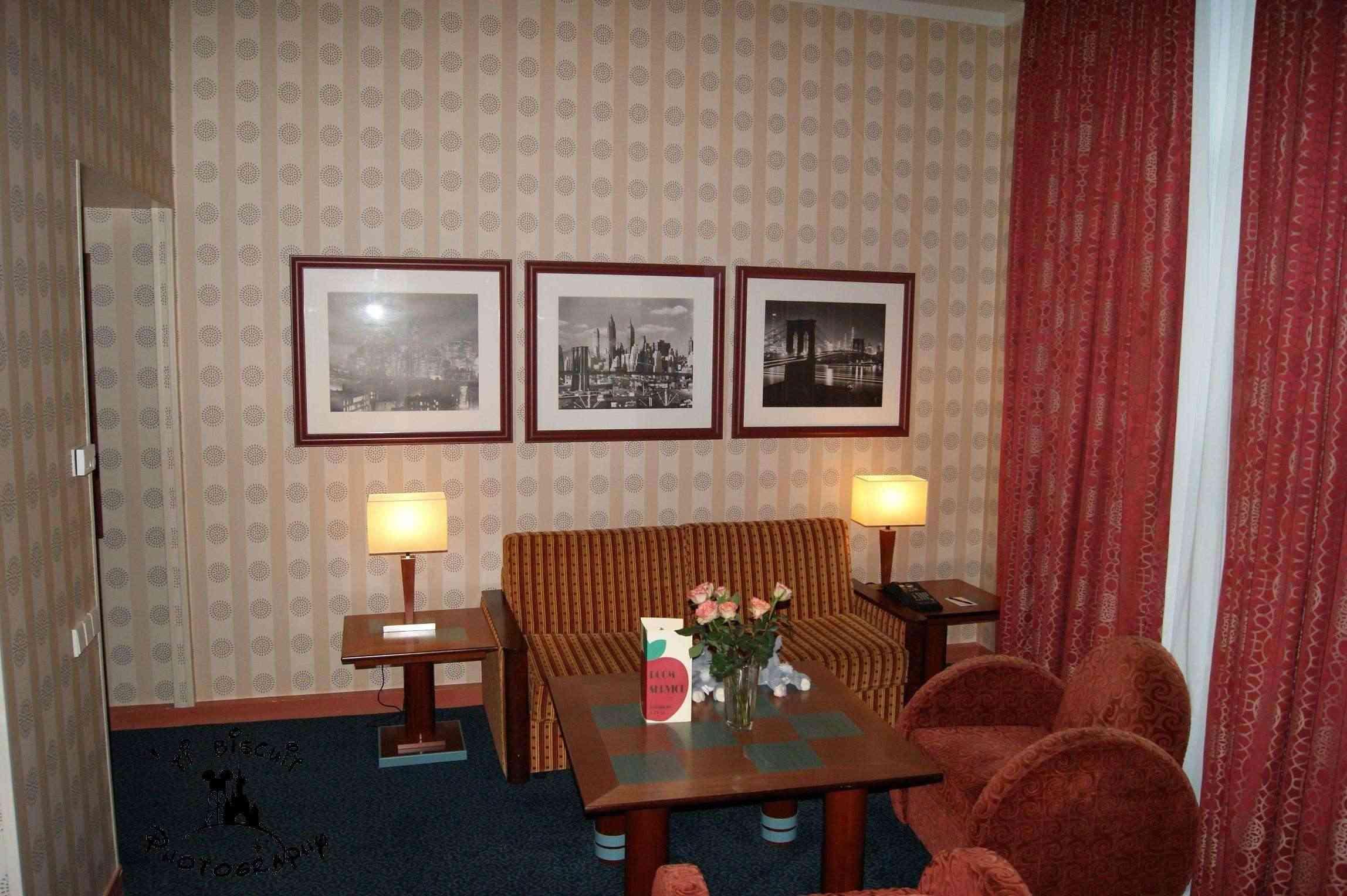 Les suites des Hôtels Disney, le Castle Club et l'Empire State Club. - Page 10 Petit_10