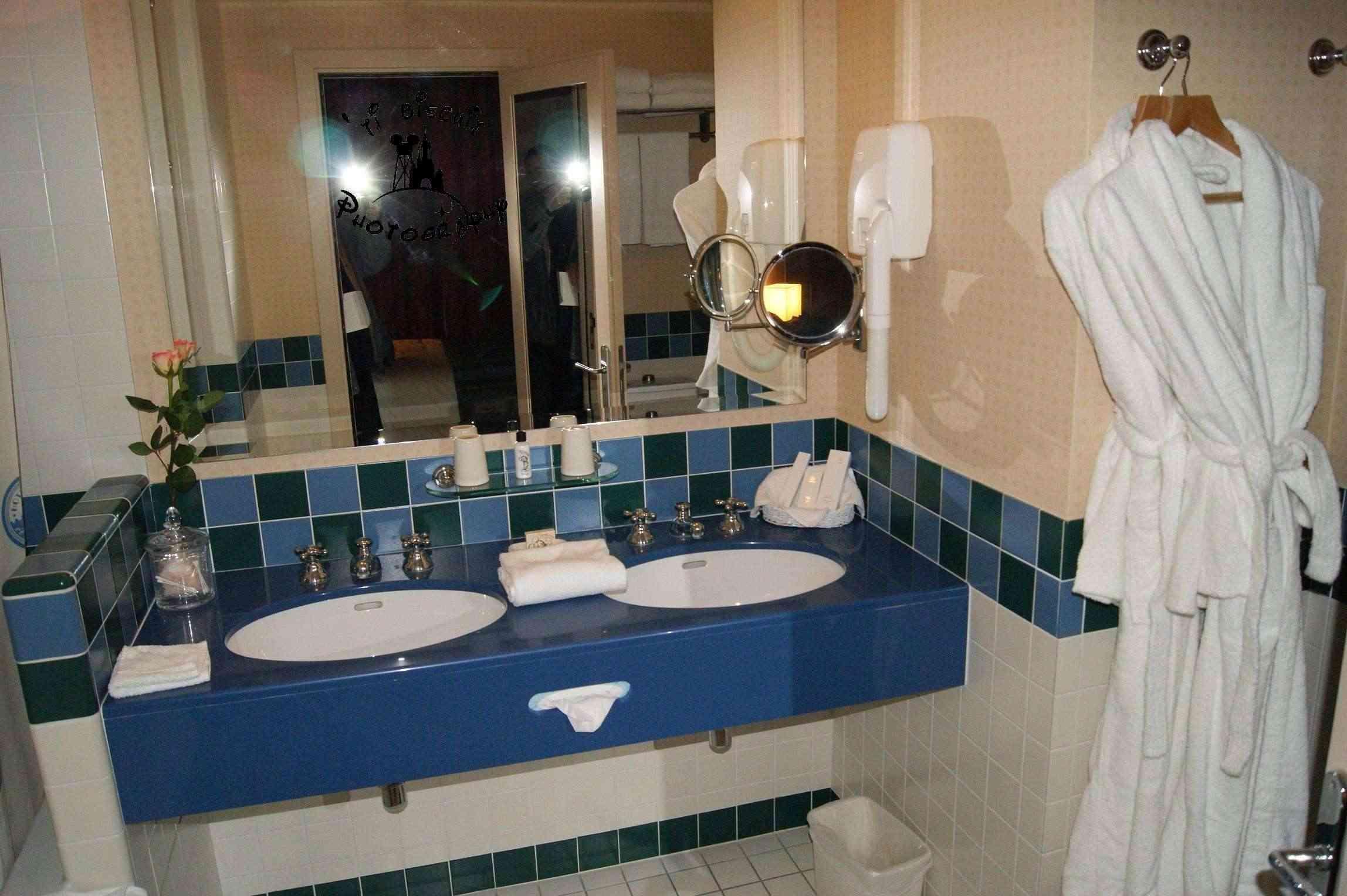 Les suites des Hôtels Disney, le Castle Club et l'Empire State Club. - Page 11 Sdb_211