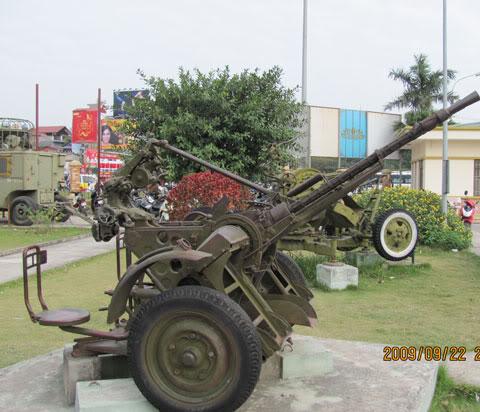 Bộ sưu tập vũ khí của VN trong 2 cuộc kháng chiến - Page 4 Khcn_l12