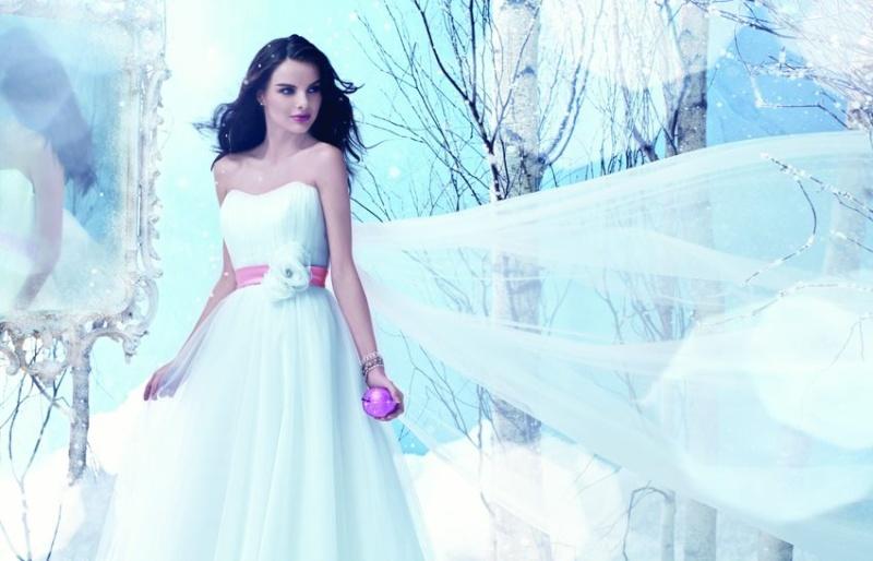 Disney se lance dans la robe de mariée - Page 6 Weddin10
