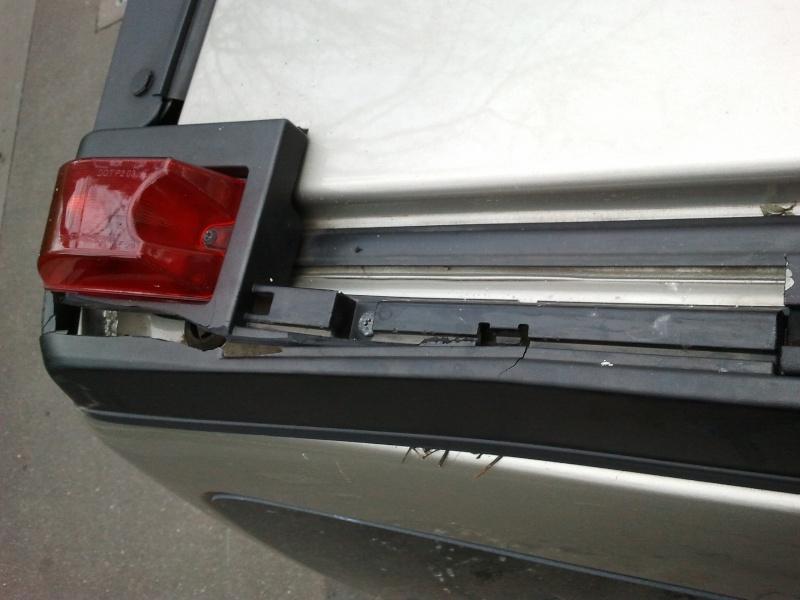 Recherche demi-barre de toit en plastique noir arrière droite du passager Hummer H2 SUV 2005  2012-112