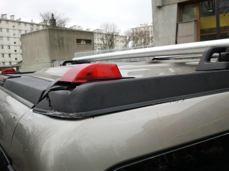Recherche demi-barre de toit en plastique noir arrière droite du passager Hummer H2 SUV 2005  2012-113