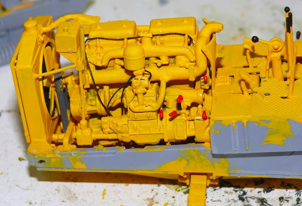 US Bulldozer Caterpillar D7 (en version civile)au 1/35 de MiniArt Bulld108