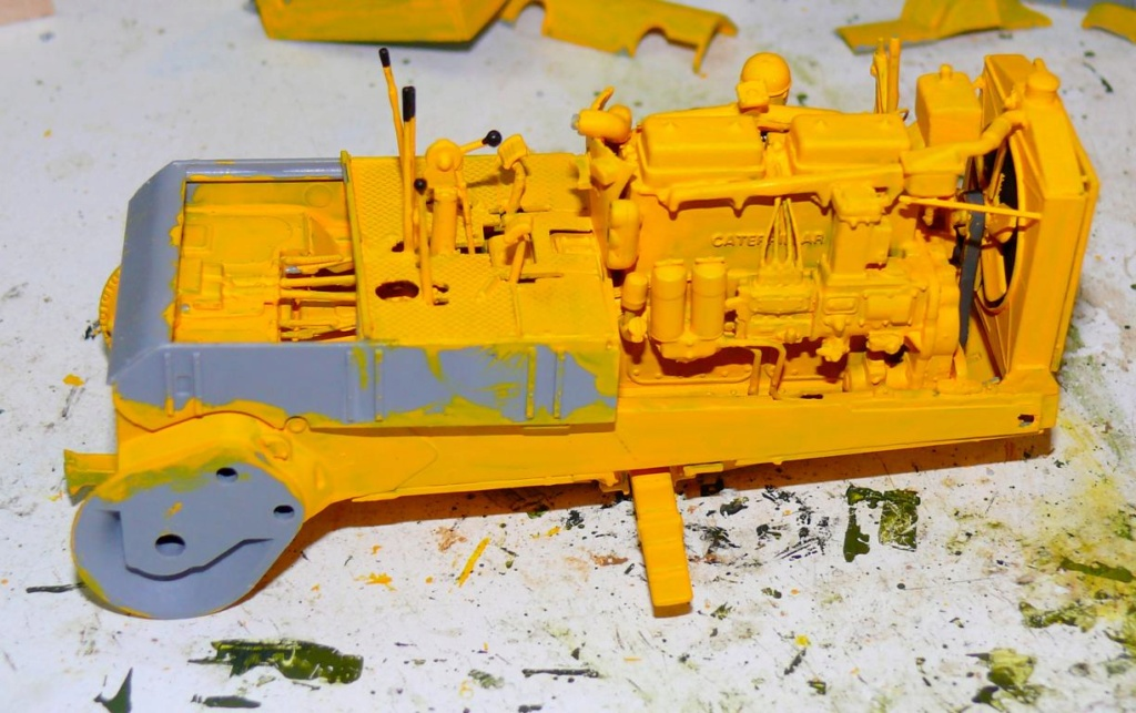 US Bulldozer Caterpillar D7 (en version civile)au 1/35 de MiniArt Bulld120