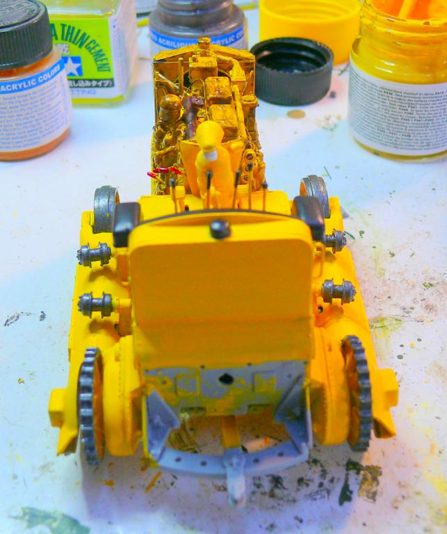 US Bulldozer Caterpillar D7 (en version civile)au 1/35 de MiniArt Bulld128