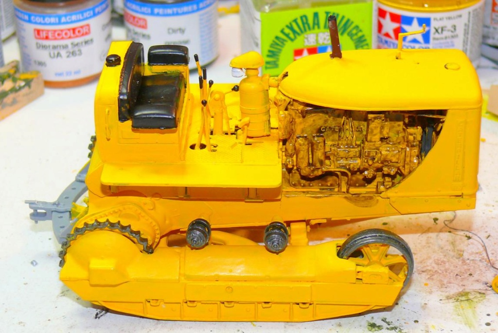 US Bulldozer Caterpillar D7 (en version civile)au 1/35 de MiniArt Bulld136
