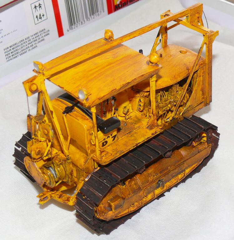 US Bulldozer Caterpillar D7 (en version civile)au 1/35 de MiniArt - Page 3 Bulld218