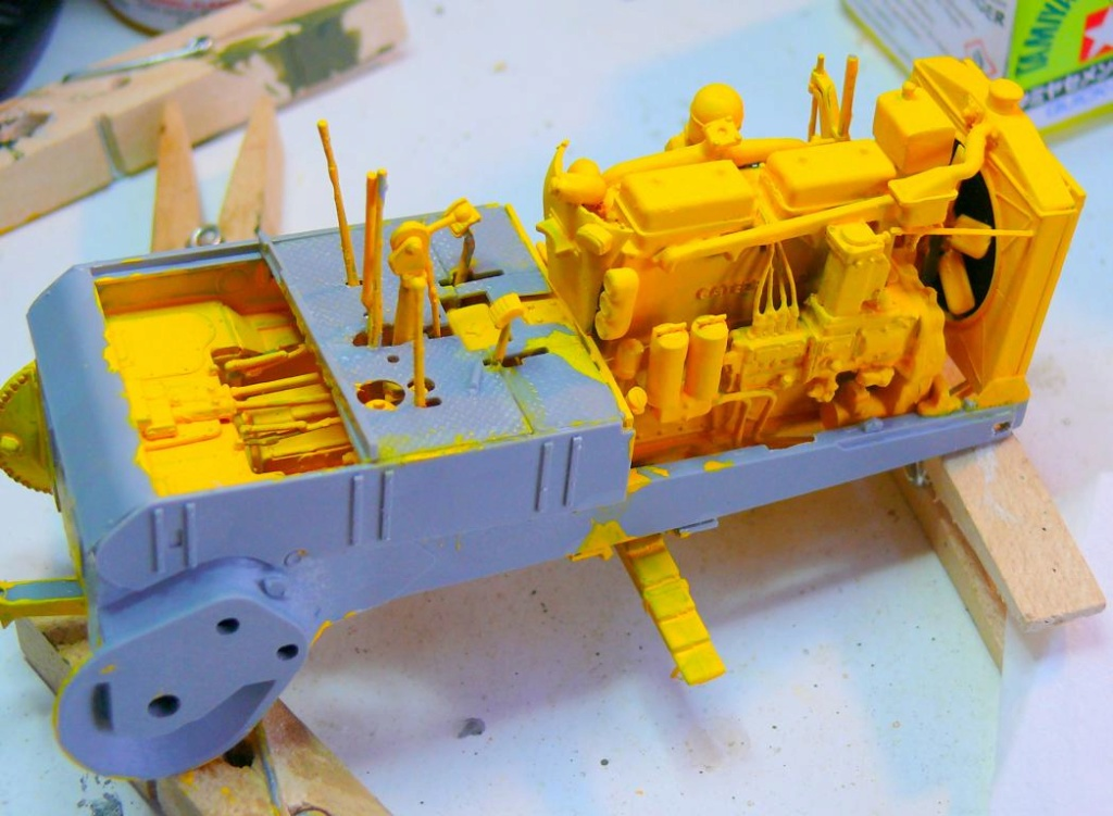 US Bulldozer Caterpillar D7 (en version civile)au 1/35 de MiniArt Bulldo75