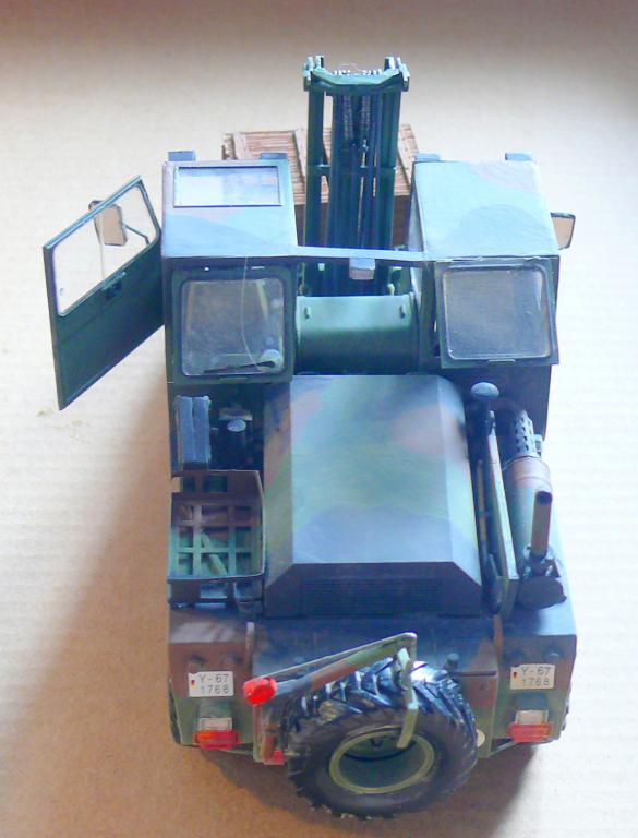 Chariot élévateur Bundeswehr FELDUMSCHLAGGERAT FUG 2,2T de TAKOM au 1/35 ème - Page 2 Chario73