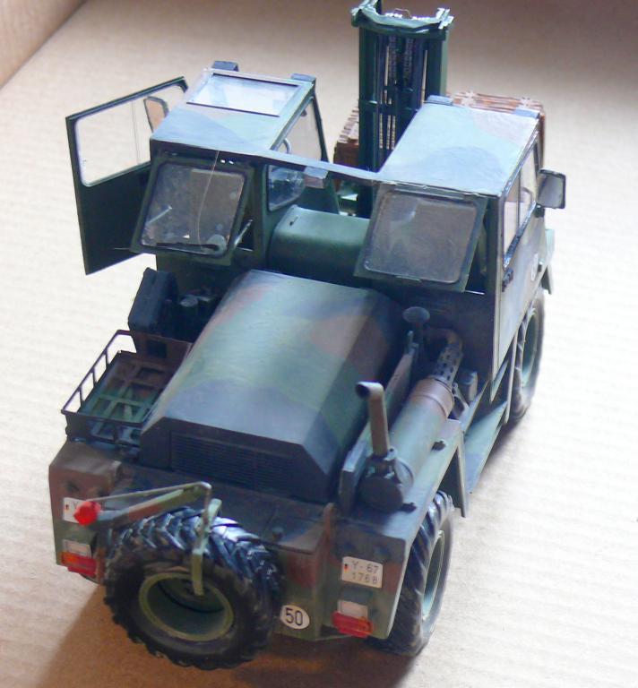 Chariot élévateur Bundeswehr FELDUMSCHLAGGERAT FUG 2,2T de TAKOM au 1/35 ème - Page 2 Chario75
