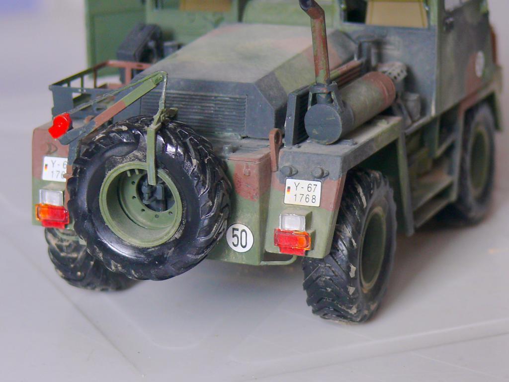 Chariot élévateur Bundeswehr FELDUMSCHLAGGERAT FUG 2,2T de TAKOM au 1/35 ème - Page 2 Chario82