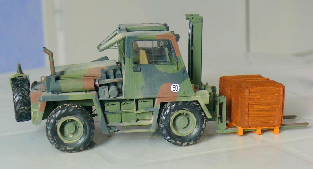 Chariot élévateur Bundeswehr FELDUMSCHLAGGERAT FUG 2,2T de TAKOM au 1/35 ème - Page 2 Chario84
