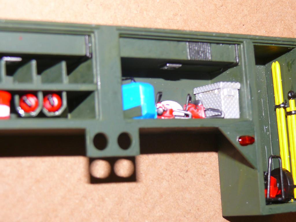 HEMTT M1142 Tactical Fire Fighting Truck TFFT de Trumpeter au 1/35 - Page 2 Hemtt642