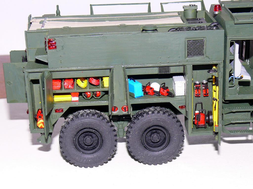 HEMTT M1142 Tactical Fire Fighting Truck TFFT de Trumpeter au 1/35 - Page 2 Hemtt719