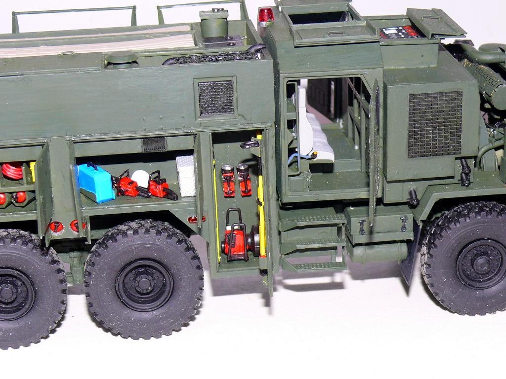 HEMTT M1142 Tactical Fire Fighting Truck TFFT de Trumpeter au 1/35 - Page 2 Hemtt720