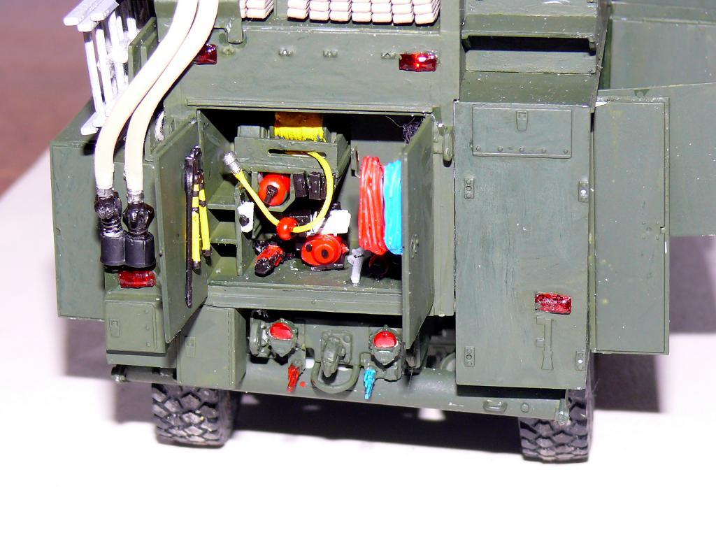 HEMTT M1142 Tactical Fire Fighting Truck TFFT de Trumpeter au 1/35 - Page 2 Hemtt724