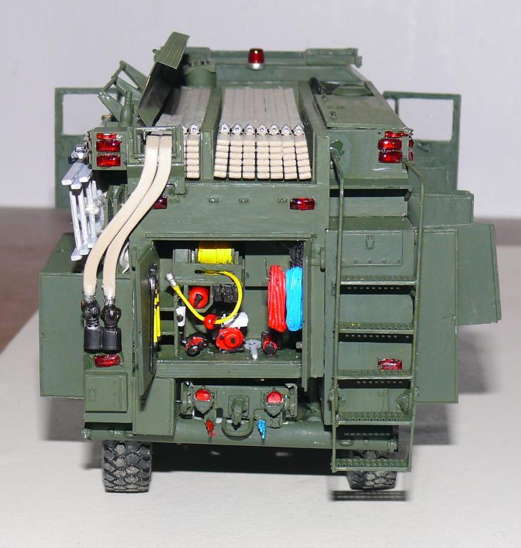 HEMTT M1142 Tactical Fire Fighting Truck TFFT de Trumpeter au 1/35 - Page 3 Hemtt756