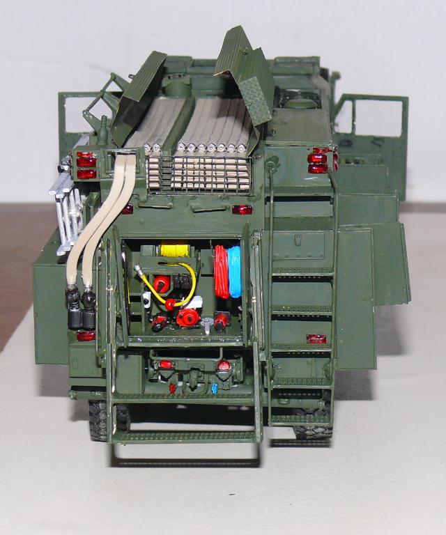 HEMTT M1142 Tactical Fire Fighting Truck TFFT de Trumpeter au 1/35 - Page 3 Hemtt781