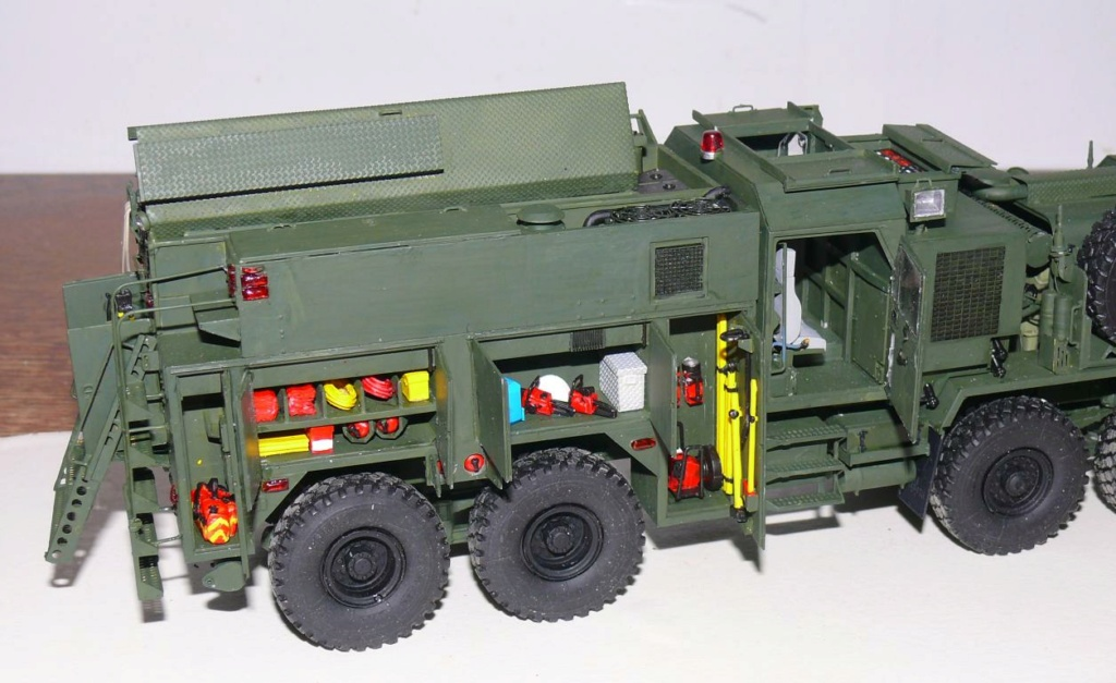 HEMTT M1142 Tactical Fire Fighting Truck TFFT de Trumpeter au 1/35 - Page 3 Hemtt793