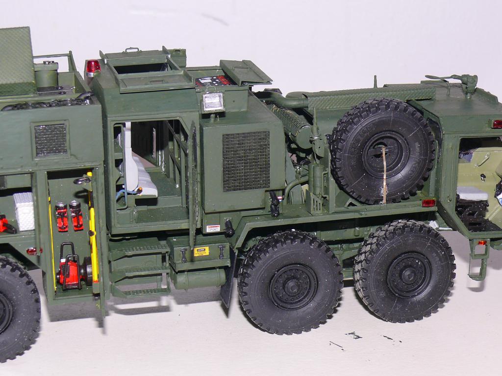 HEMTT M1142 Tactical Fire Fighting Truck TFFT de Trumpeter au 1/35 - Page 3 Hemtt811