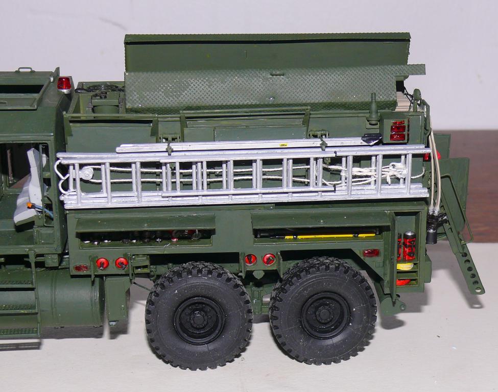 HEMTT M1142 Tactical Fire Fighting Truck TFFT de Trumpeter au 1/35 - Page 3 Hemtt815