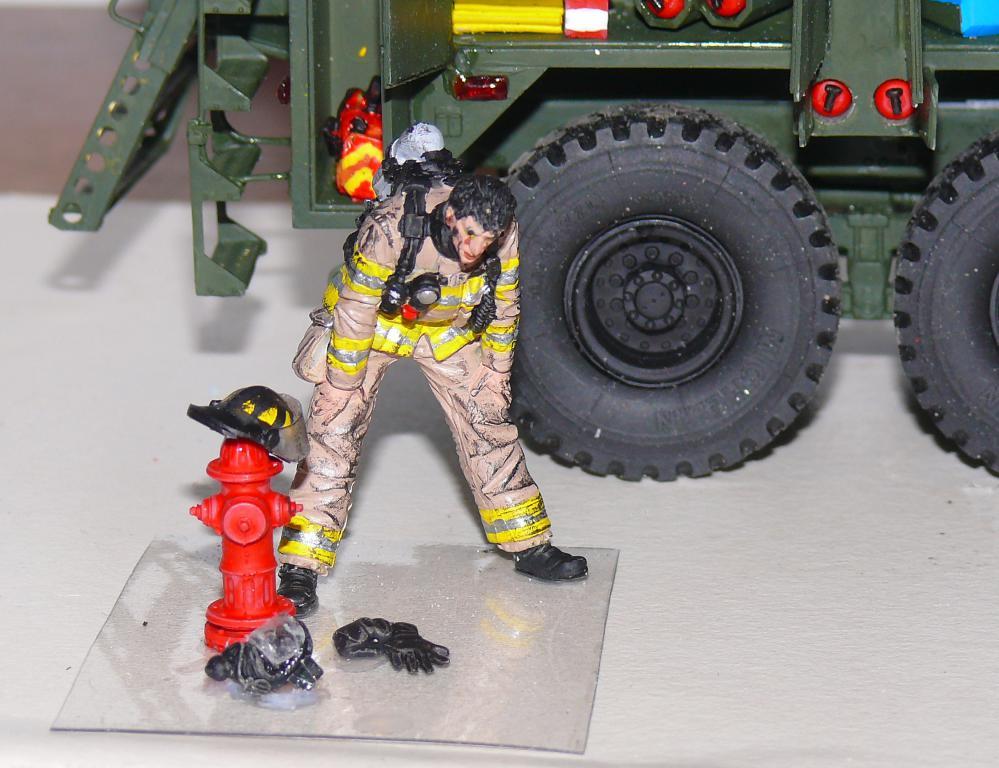 HEMTT M1142 Tactical Fire Fighting Truck TFFT de Trumpeter au 1/35 - Page 3 Hemtt821