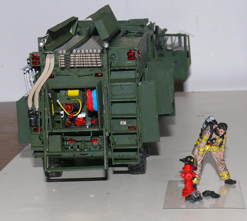 HEMTT M1142 Tactical Fire Fighting Truck TFFT de Trumpeter au 1/35 - Page 3 Hemtt827
