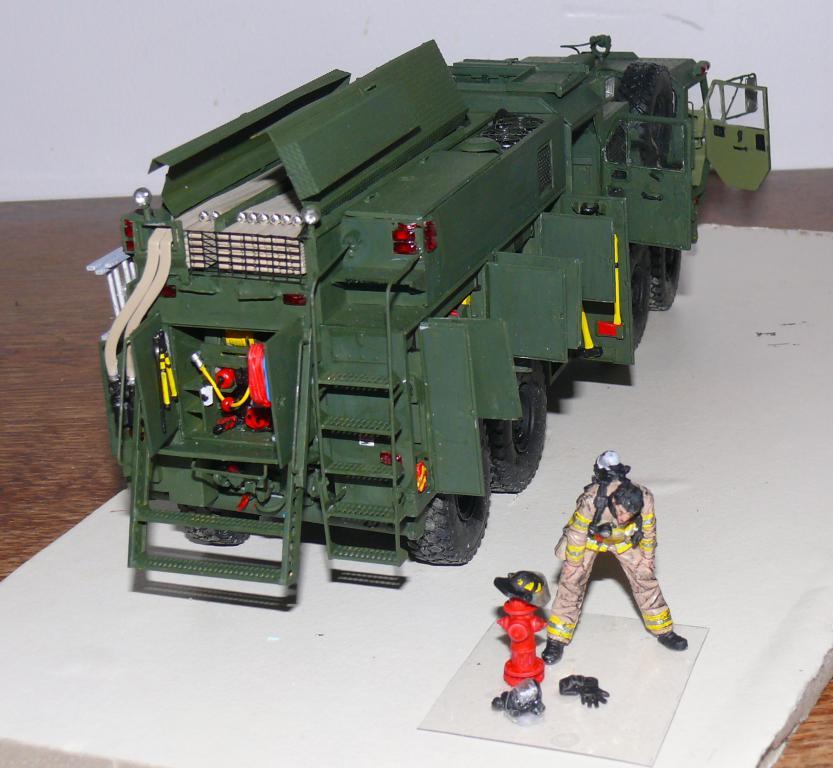 HEMTT M1142 Tactical Fire Fighting Truck TFFT de Trumpeter au 1/35 - Page 3 Hemtt829