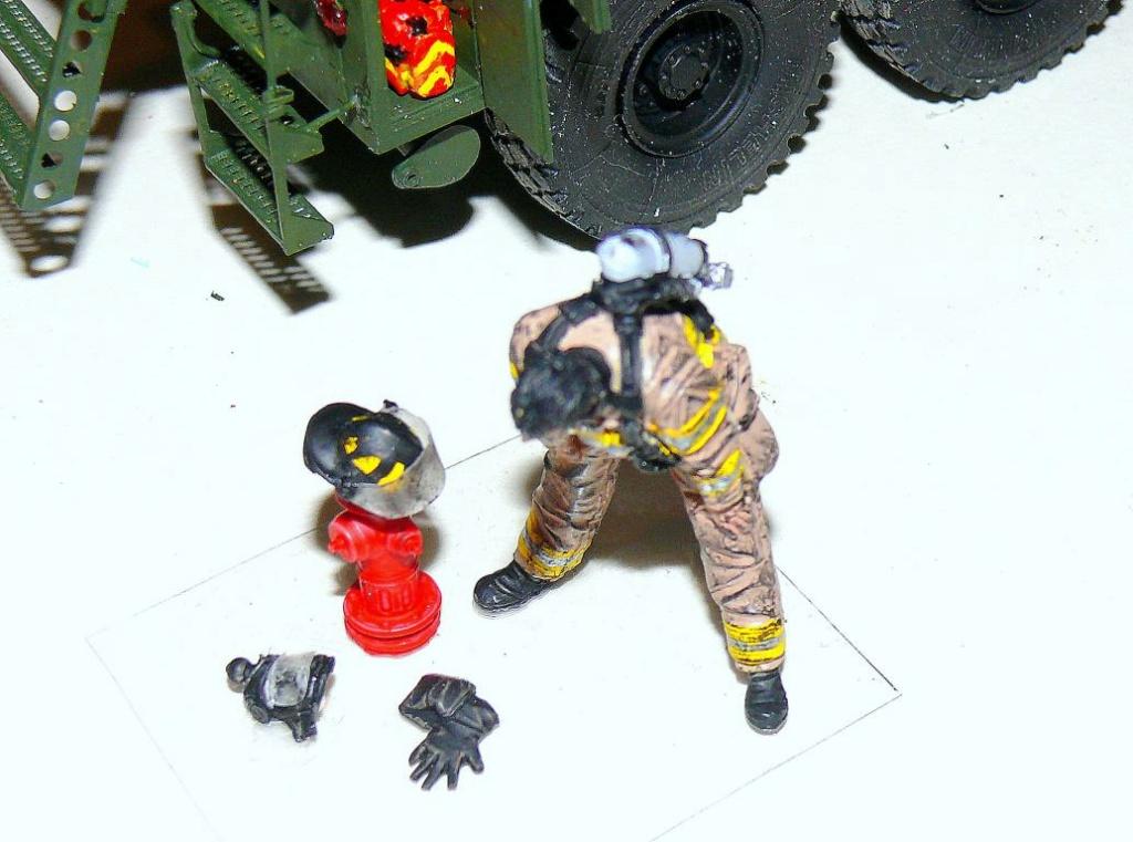 HEMTT M1142 Tactical Fire Fighting Truck TFFT de Trumpeter au 1/35 - Page 3 Hemtt831