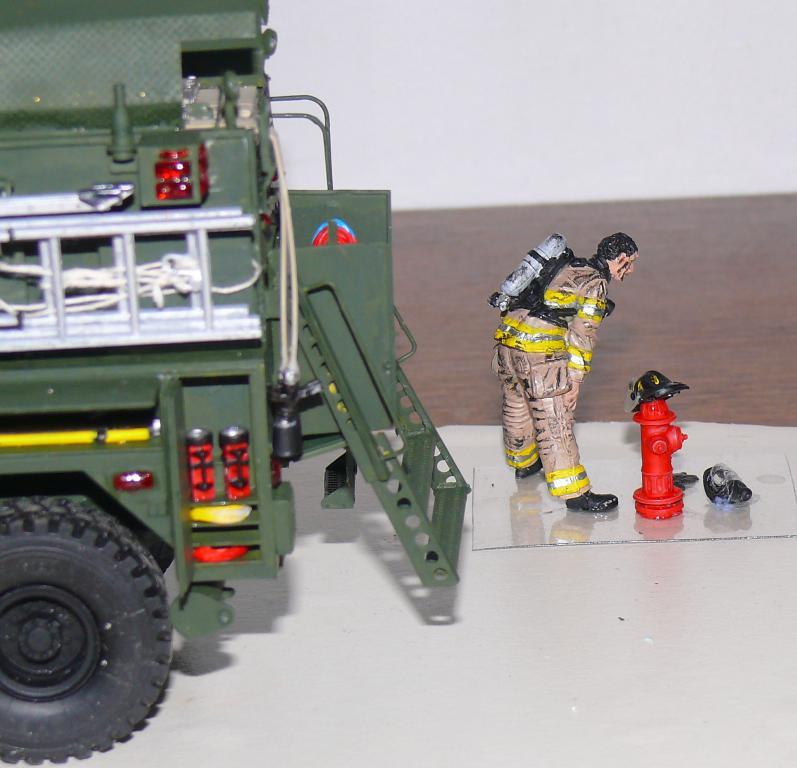 HEMTT M1142 Tactical Fire Fighting Truck TFFT de Trumpeter au 1/35 - Page 3 Hemtt832