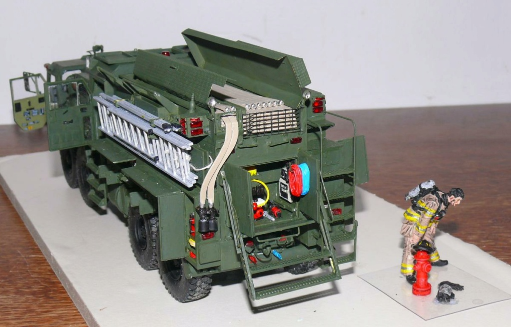 HEMTT M1142 Tactical Fire Fighting Truck TFFT de Trumpeter au 1/35 - Page 3 Hemtt834