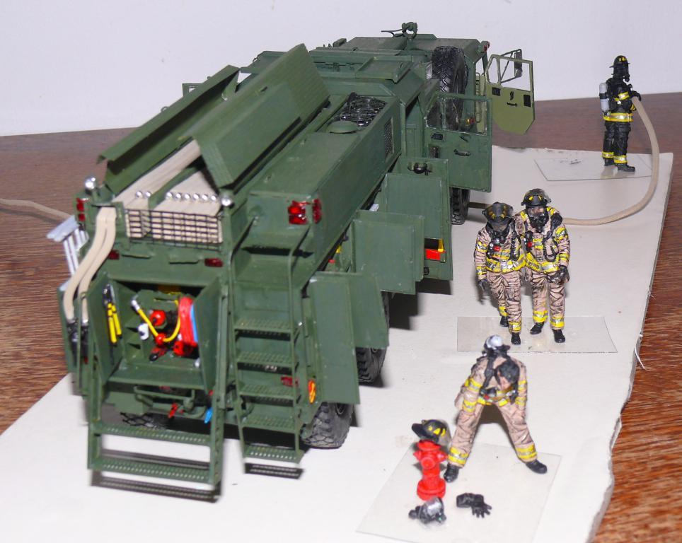 HEMTT M1142 Tactical Fire Fighting Truck TFFT de Trumpeter au 1/35 - Page 4 Hemtt867