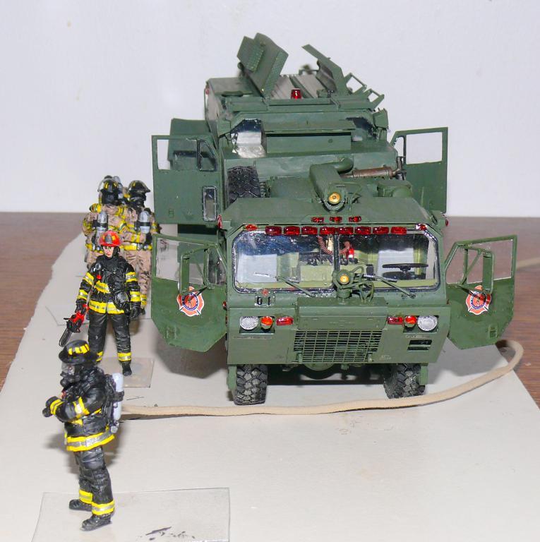HEMTT M1142 Tactical Fire Fighting Truck TFFT de Trumpeter au 1/35 - Page 4 Hemtt880