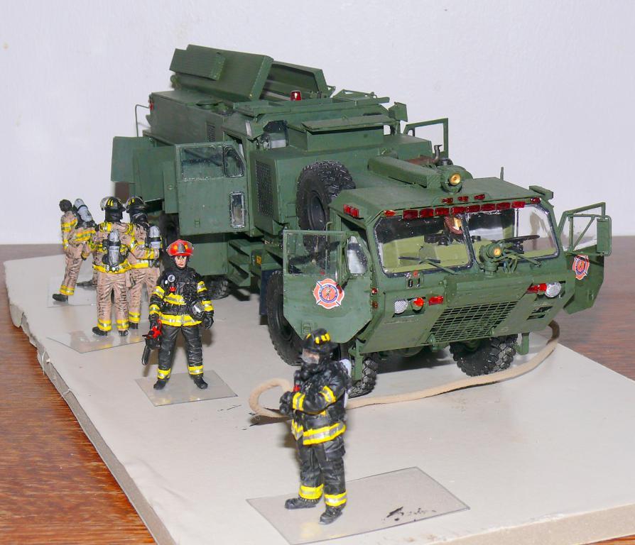 HEMTT M1142 Tactical Fire Fighting Truck TFFT de Trumpeter au 1/35 - Page 4 Hemtt881