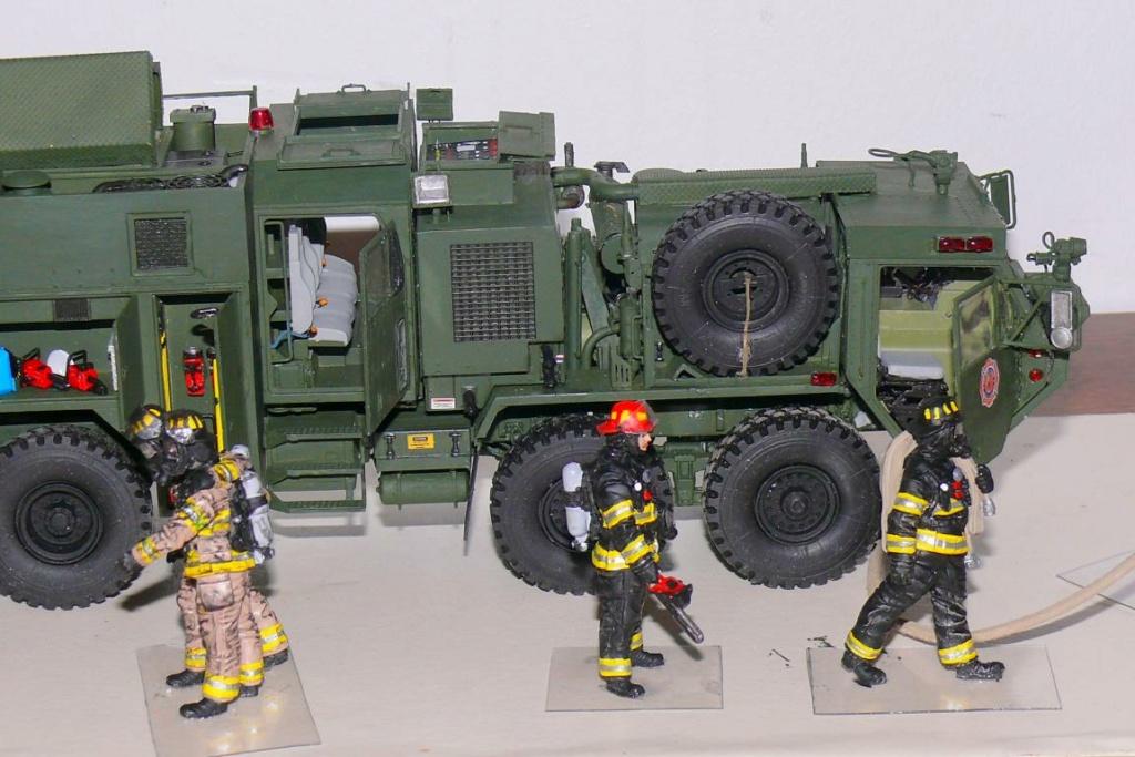 HEMTT M1142 Tactical Fire Fighting Truck TFFT de Trumpeter au 1/35 - Page 4 Hemtt892