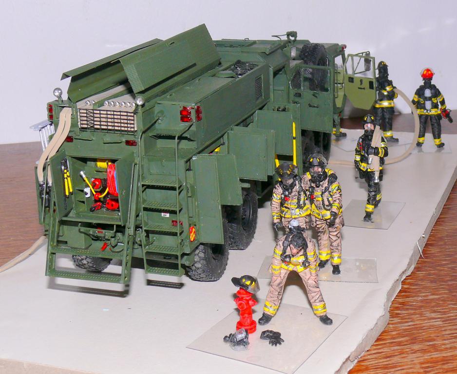 HEMTT M1142 Tactical Fire Fighting Truck TFFT de Trumpeter au 1/35 - Page 4 Hemtt913