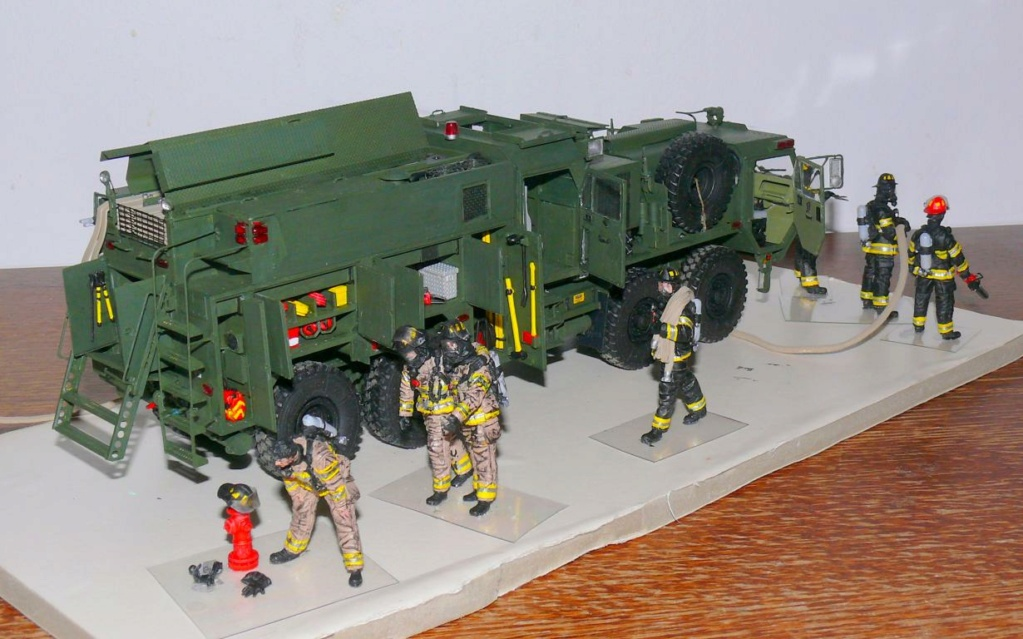 HEMTT M1142 Tactical Fire Fighting Truck TFFT de Trumpeter au 1/35 - Page 4 Hemtt915