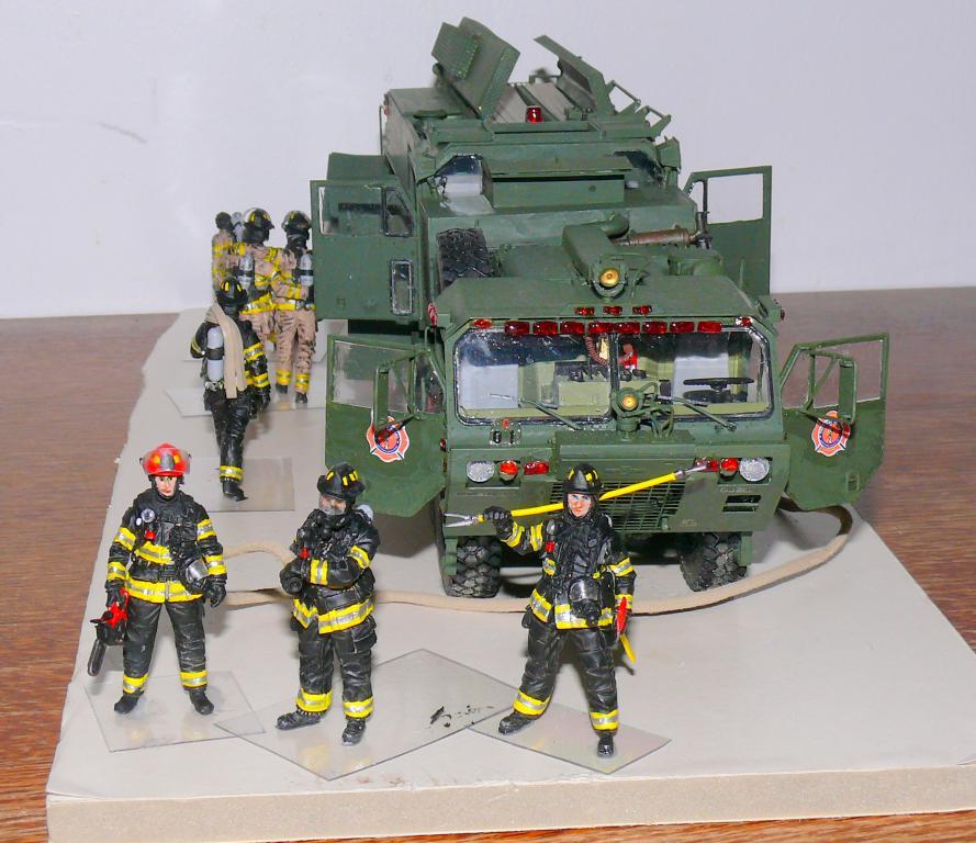 HEMTT M1142 Tactical Fire Fighting Truck TFFT de Trumpeter au 1/35 - Page 4 Hemtt916