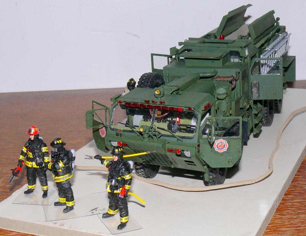 HEMTT M1142 Tactical Fire Fighting Truck TFFT de Trumpeter au 1/35 - Page 4 Hemtt917