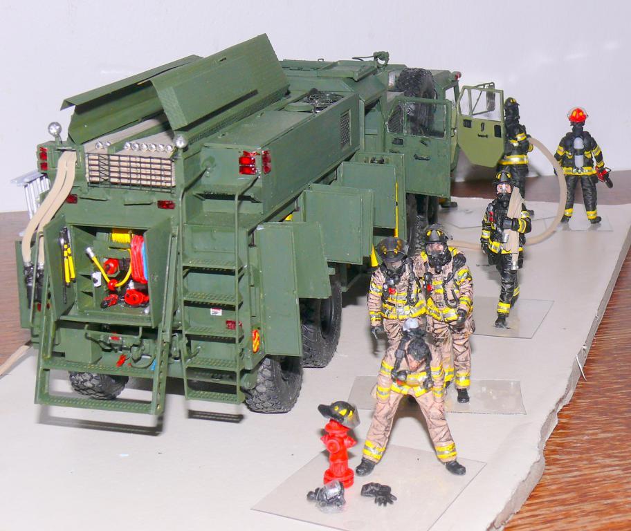 HEMTT M1142 Tactical Fire Fighting Truck TFFT de Trumpeter au 1/35 - Page 4 Hemtt918