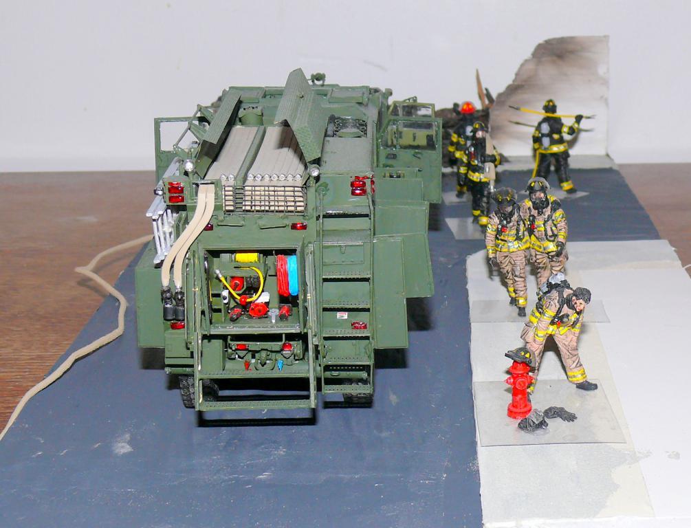 HEMTT M1142 Tactical Fire Fighting Truck TFFT de Trumpeter au 1/35 - Page 5 Hemtt923
