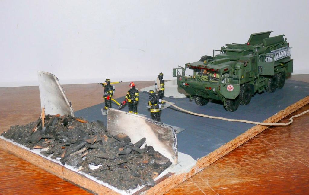 HEMTT M1142 Tactical Fire Fighting Truck TFFT de Trumpeter au 1/35 - Page 5 Hemtt932