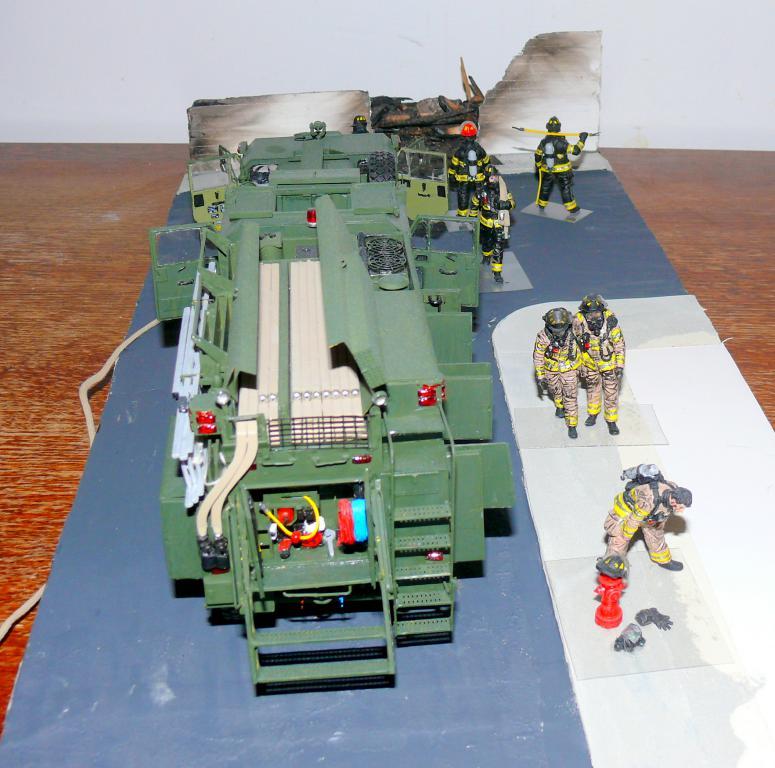 HEMTT M1142 Tactical Fire Fighting Truck TFFT de Trumpeter au 1/35 - Page 5 Hemtt937