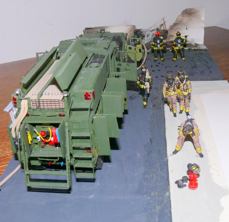 HEMTT M1142 Tactical Fire Fighting Truck TFFT de Trumpeter au 1/35 - Page 5 Hemtt944