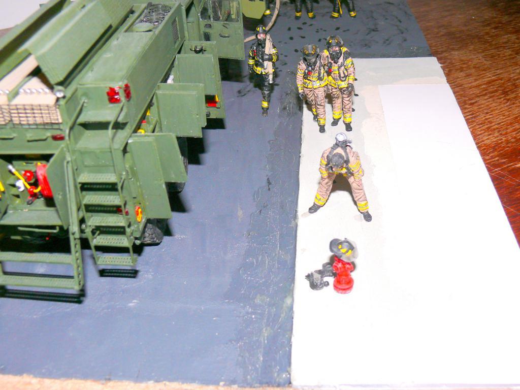 HEMTT M1142 Tactical Fire Fighting Truck TFFT de Trumpeter au 1/35 - Page 5 Hemtt945