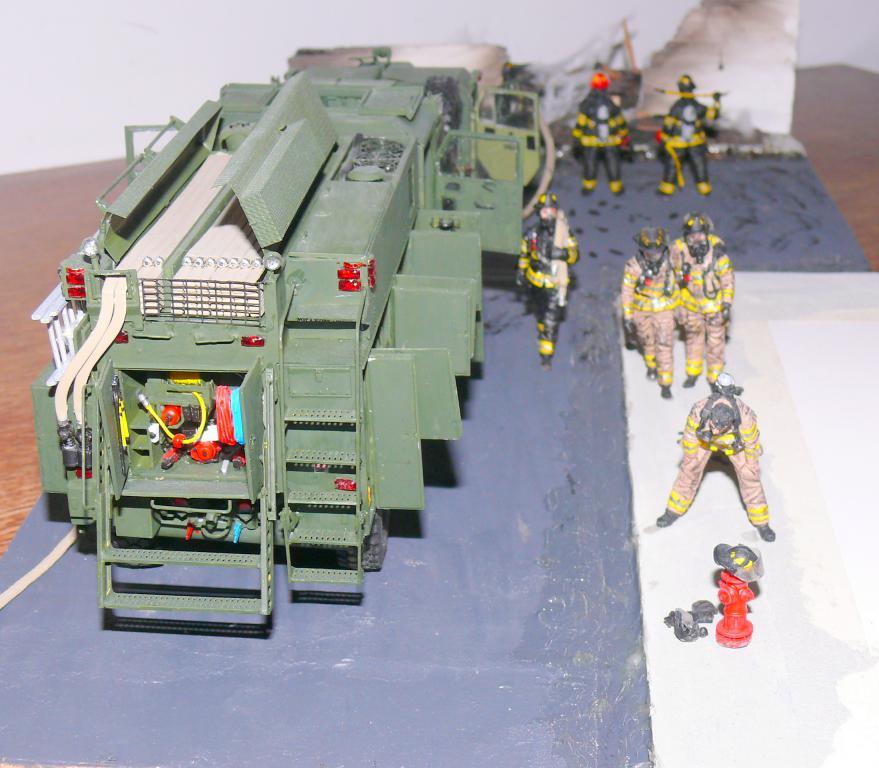HEMTT M1142 Tactical Fire Fighting Truck TFFT de Trumpeter au 1/35 - Page 5 Hemtt946