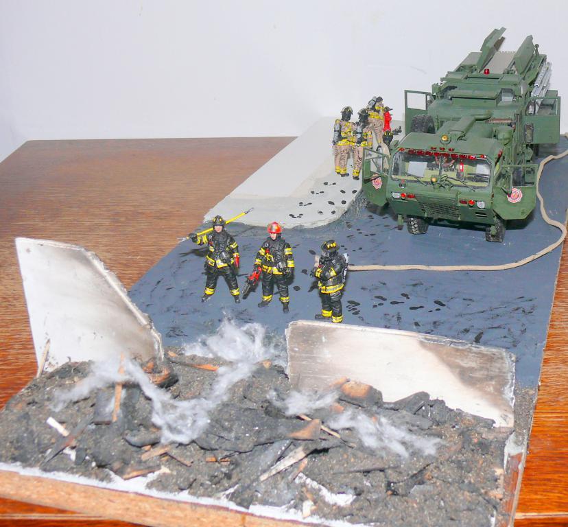 HEMTT M1142 Tactical Fire Fighting Truck TFFT de Trumpeter au 1/35 - Page 5 Hemtt951