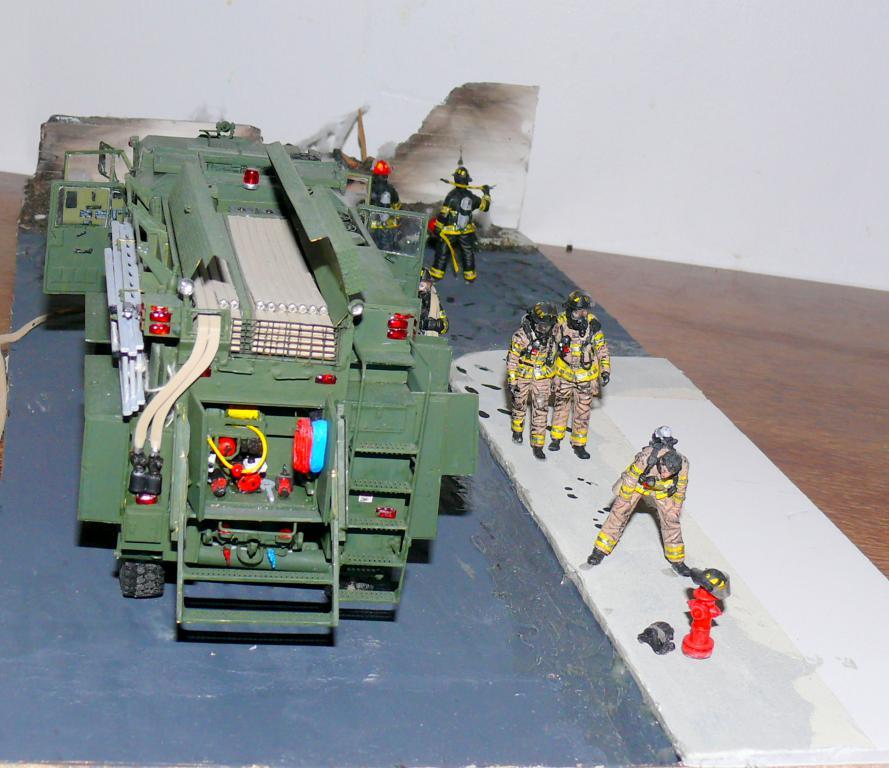 HEMTT M1142 Tactical Fire Fighting Truck TFFT de Trumpeter au 1/35 - Page 5 Hemtt954